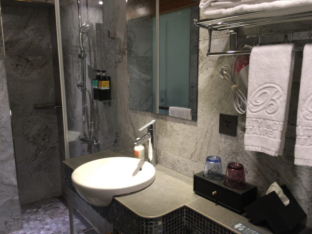 どこか4つ星ホテルっぽい雰囲気のバスルーム