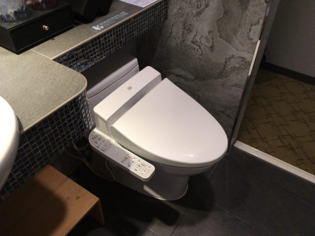 ウォシュレット付きトイレ。「日本、最高!」となること間違いなしである