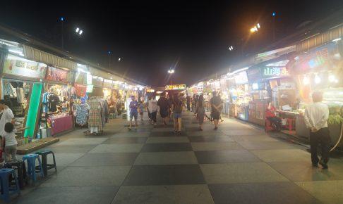 大きな夜市で観光客も多い