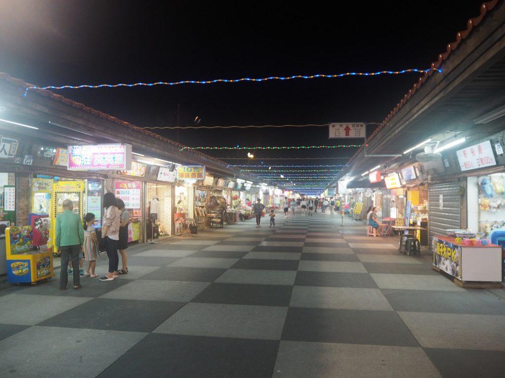 台湾で訪れた夜市の中で一番小綺麗かも?
