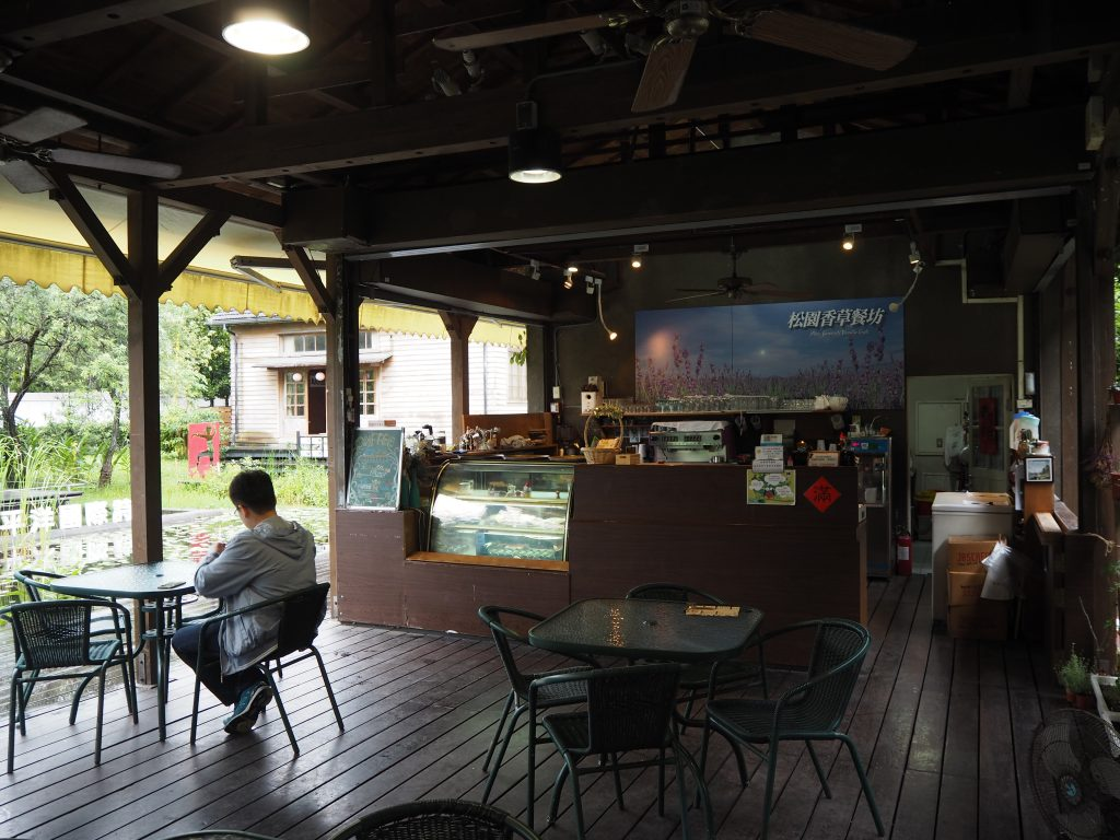 松園別館にあるカフェ。英語のメニューもある