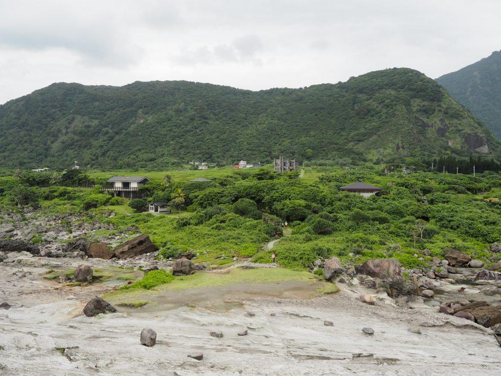 反対側には山々が広がる。台湾東海岸でお馴染みの景色だ