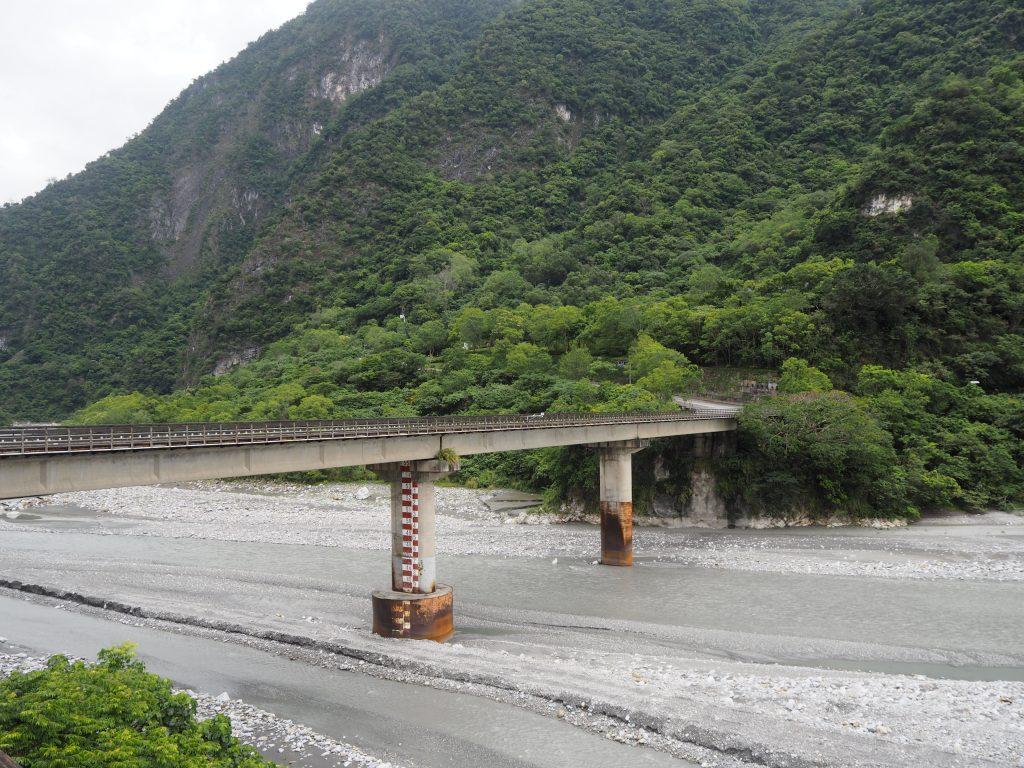 タロコ峡谷の入り口近くにかかる橋