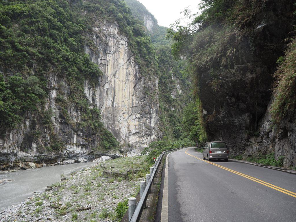 大理石の峡谷が美しい