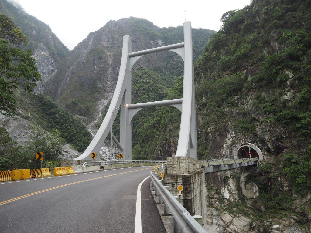 ところどころに橋がある