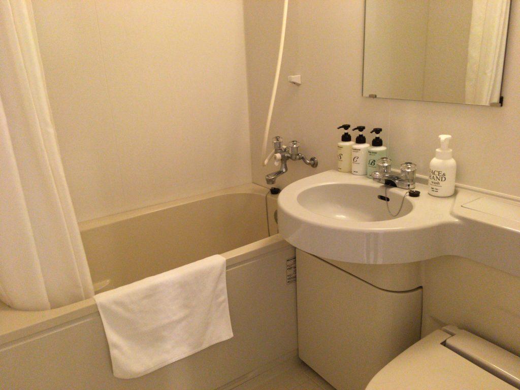 バスルームも清潔だ