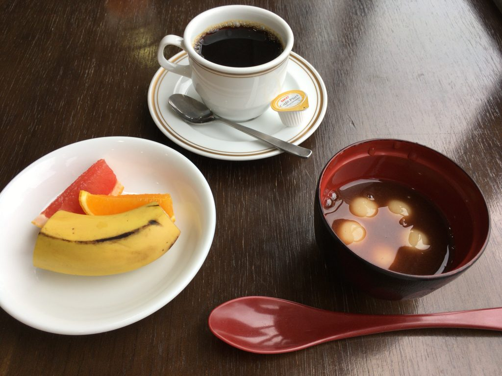 普段食べない甘い物を食べるのが旅行中の楽しみです