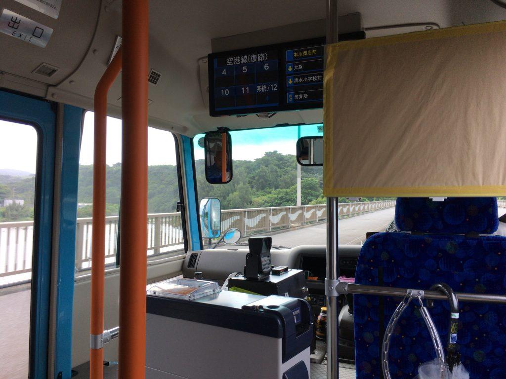 久米島町営バスの車内