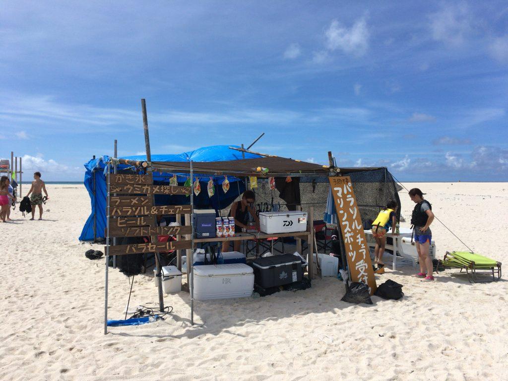 はての浜の売店。アクティビティもやっている