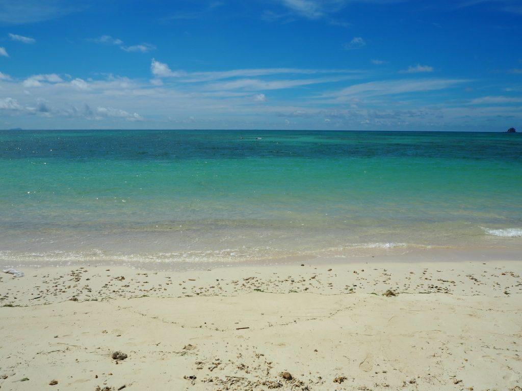 透明度の高いイーフビーチの海