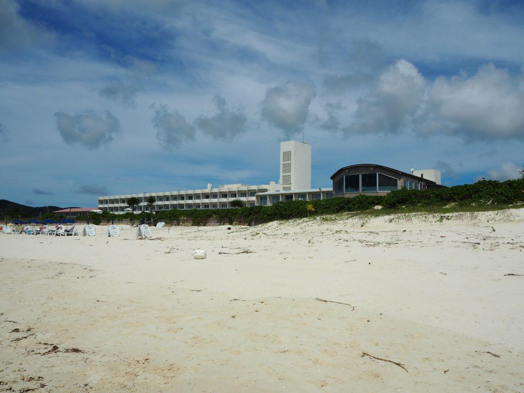 「イーフビーチホテル」外観