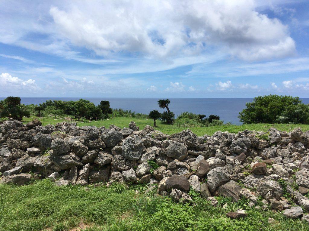 具志川城跡から東シナ海を望む