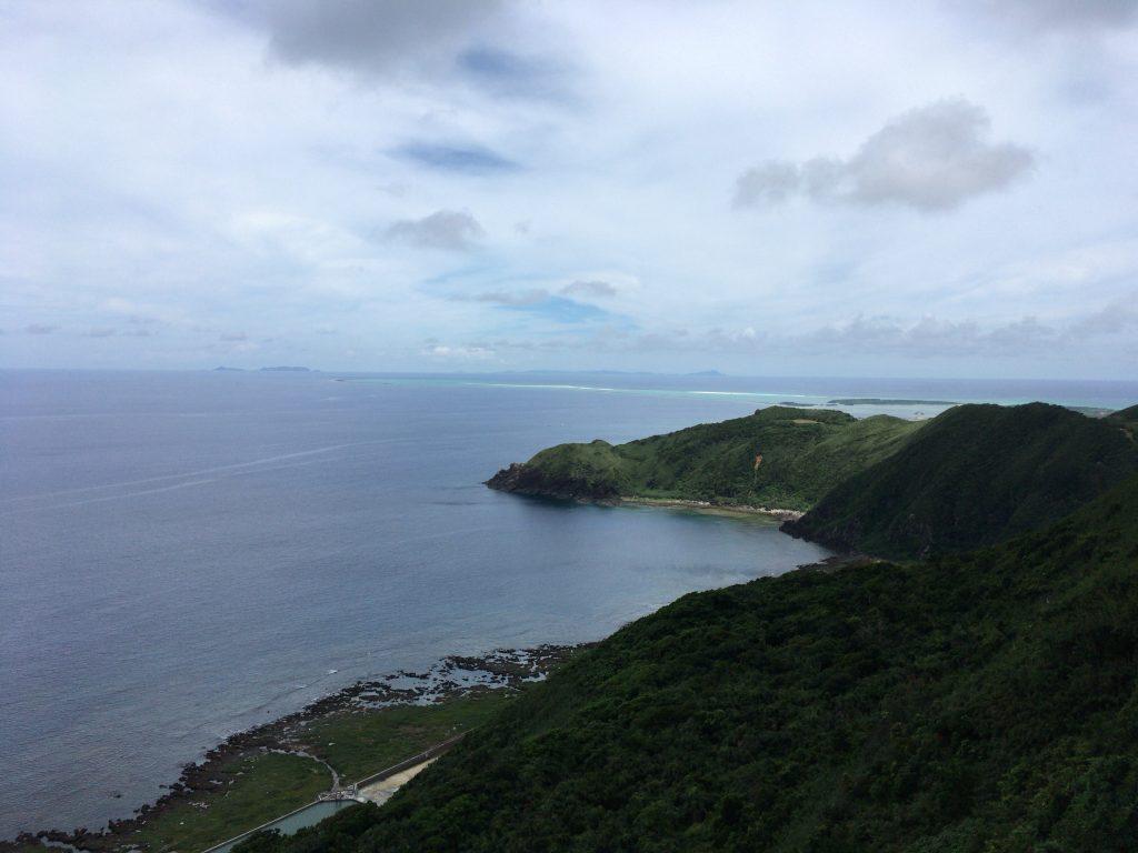 比屋定バンタからの眺め。バンタとは崖の意味である