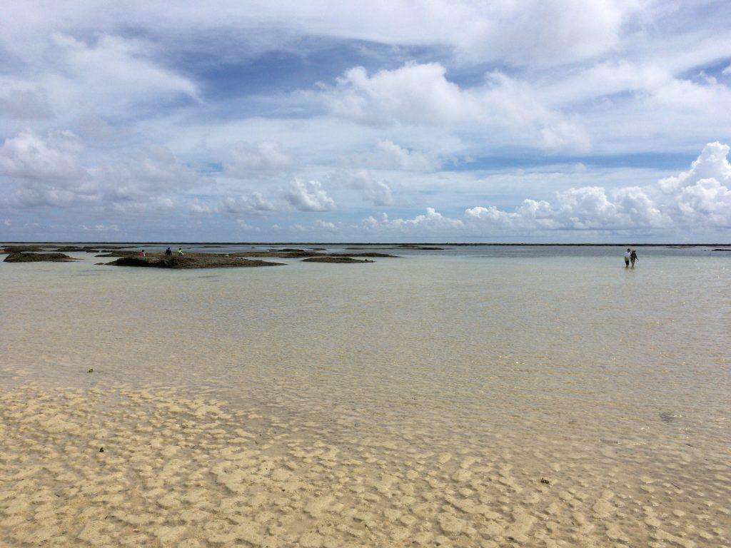 遠浅の穏やかなビーチである