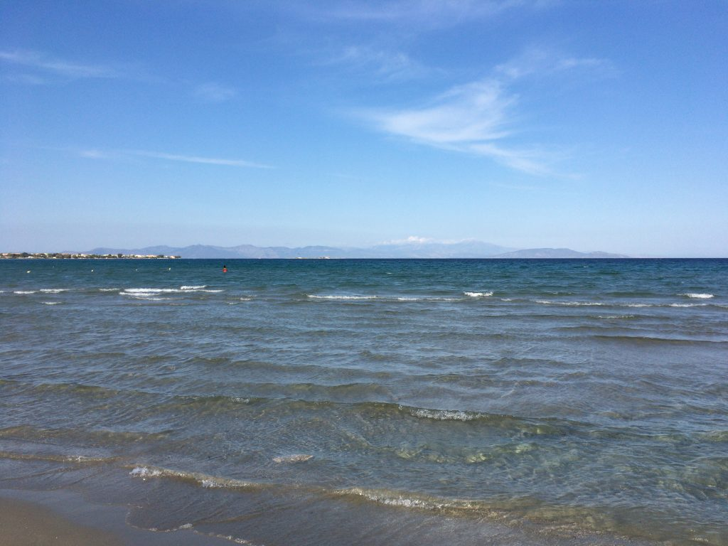なかなか透明度が高くて穏やかな海だ