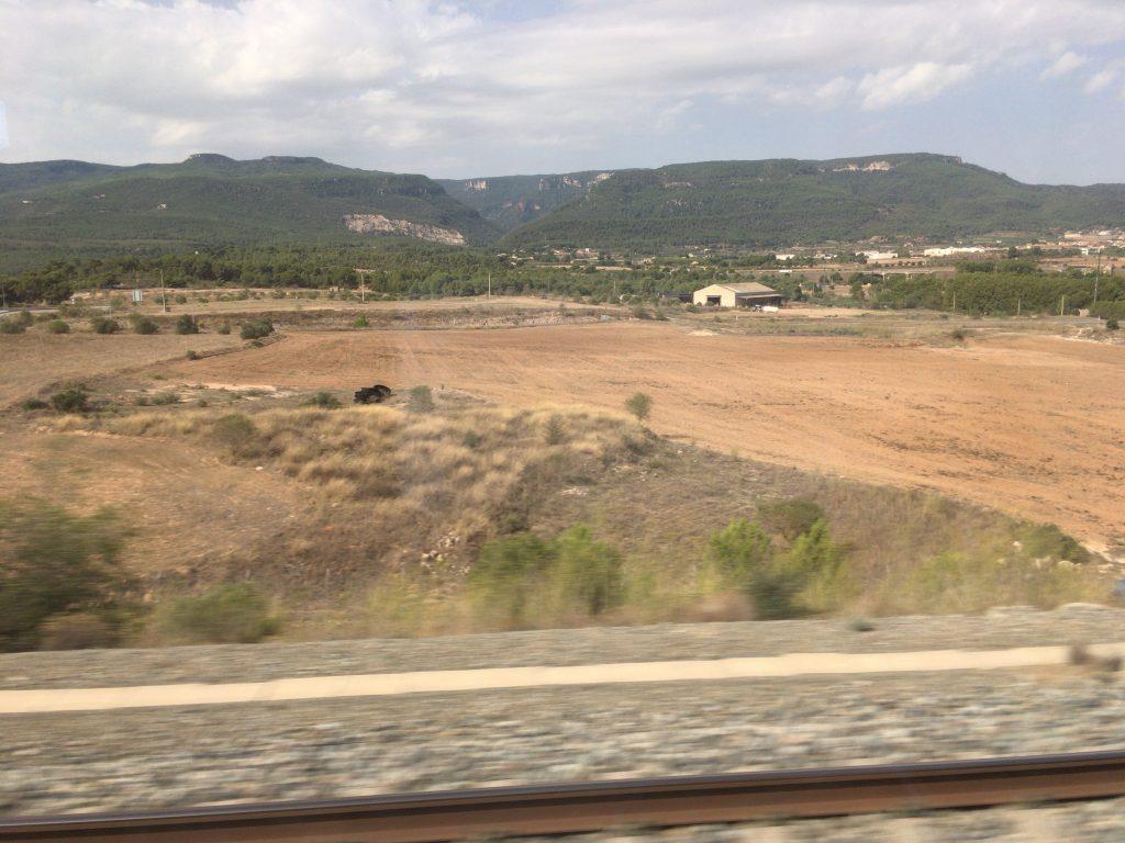 バルセロナ発AVEの車窓から