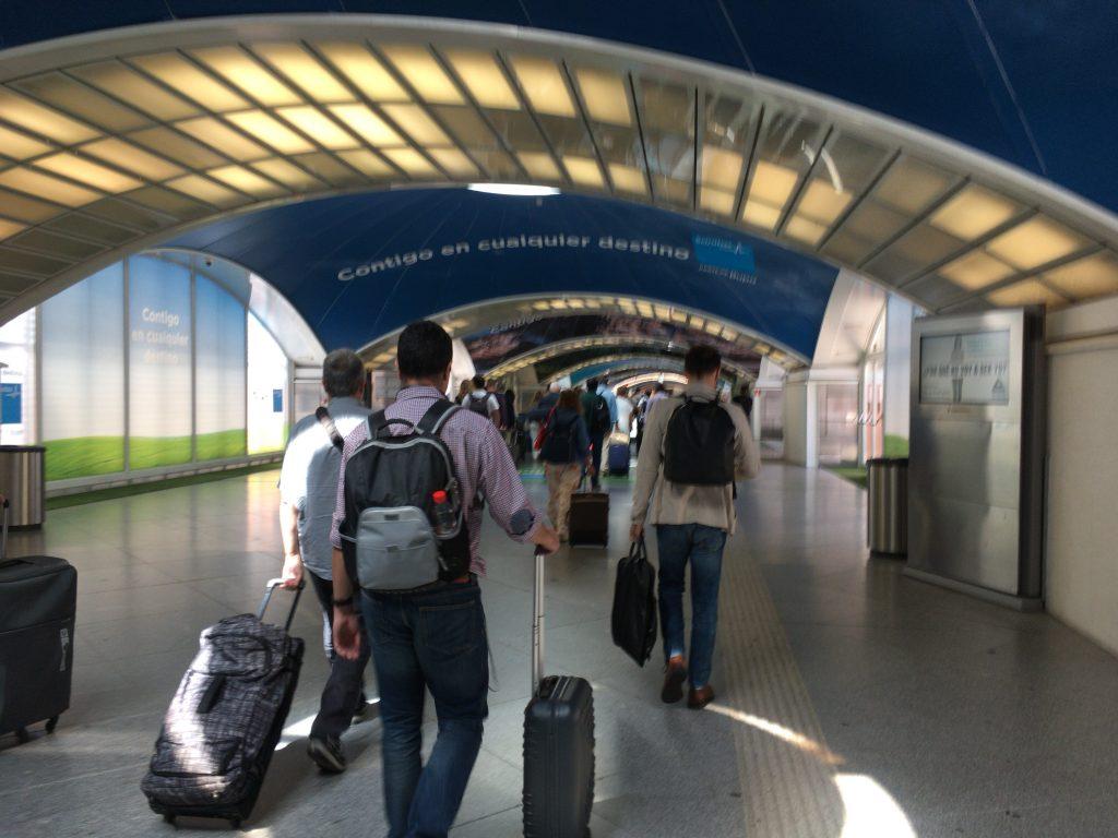 マドリードのアトーチャ駅で列車を乗り換える