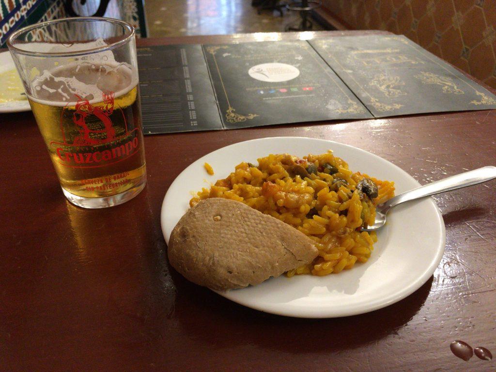 2杯目のビールとパエリア