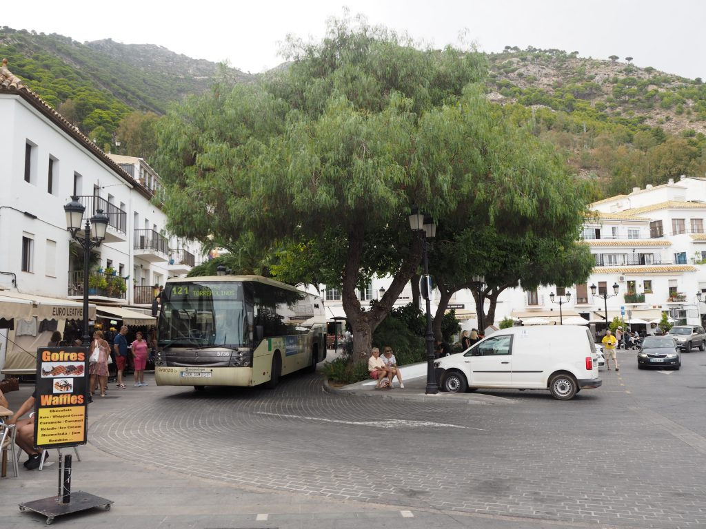 ミハスのバスが発着する広場