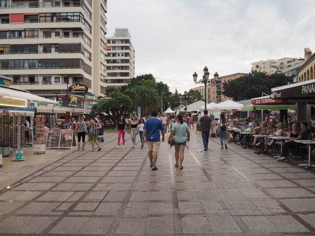 ビーチリゾート感たっぷりのトレモリーノスの街並み
