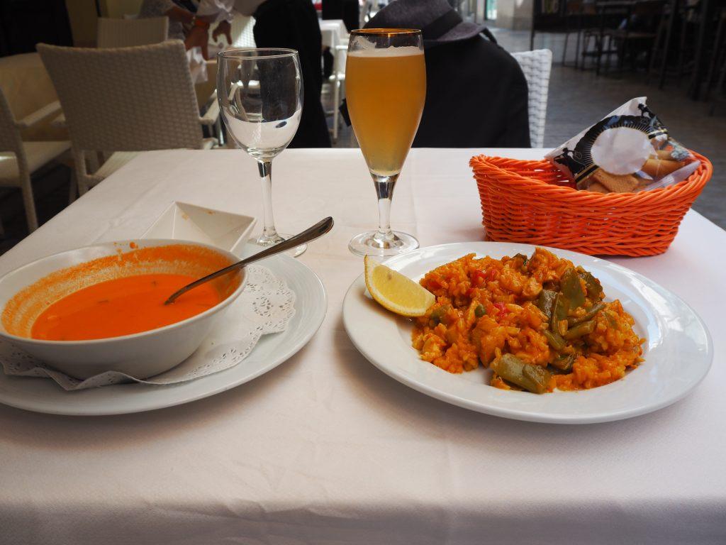 スペインを代表するグルメのパエリアとガスパチョ