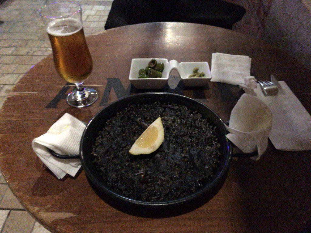アロス・ネグロ(10.5ユーロ)と生ビール(1.5ユーロ)