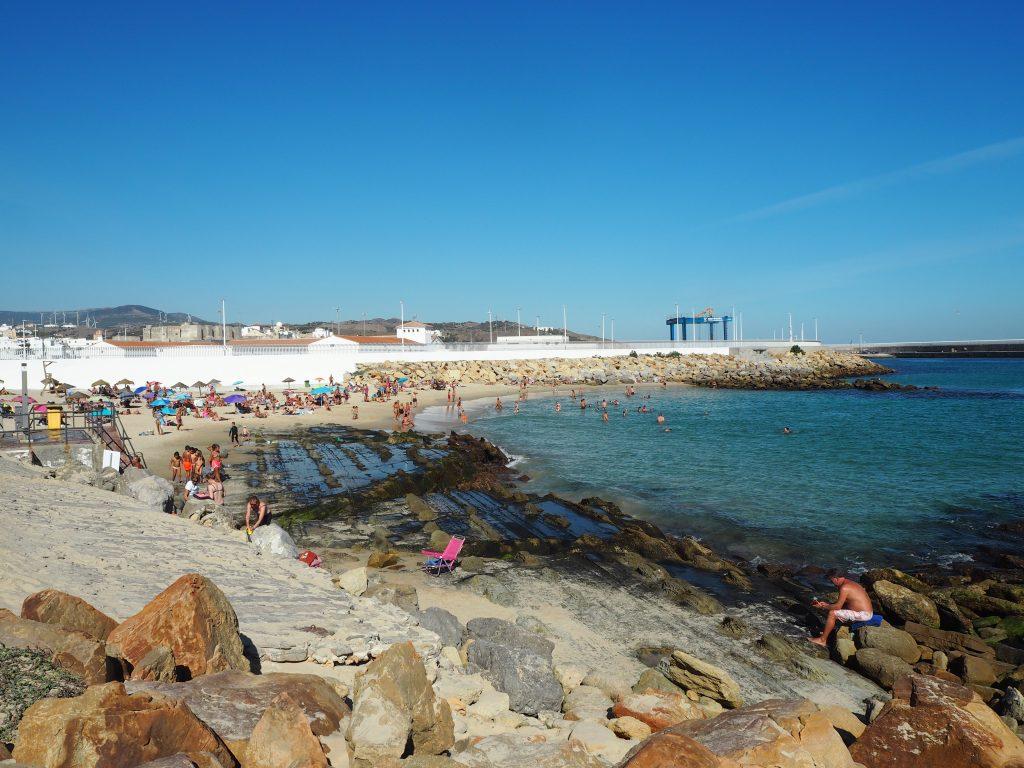 地中海側の穏やかなこぢんまりとしたビーチ