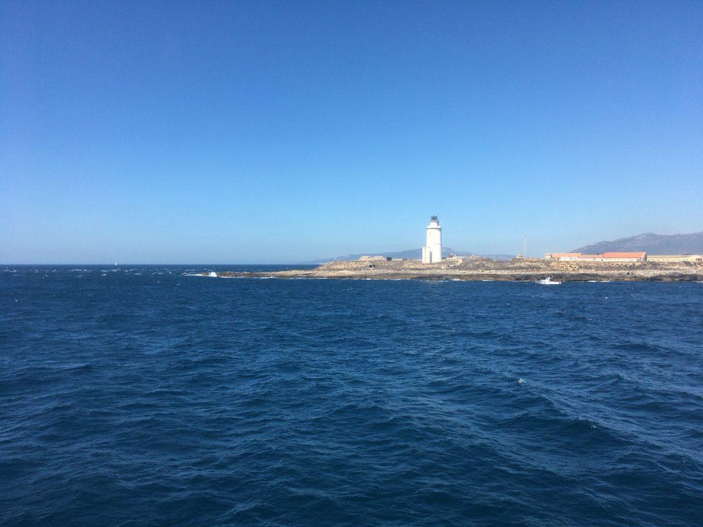 フェリーからヨーロッパ大陸最南端のタリファ岬を望む