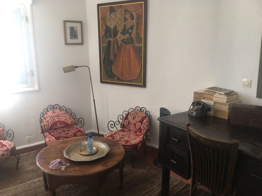 「Mohand」の部屋。レトロな電話機があった
