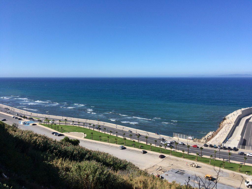 ジブラルタル海峡を挟んでスペインが見える