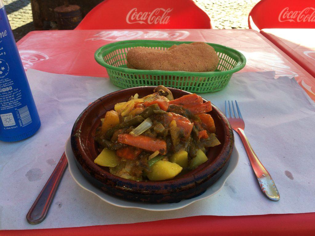 モロッコ料理を代表するタジン。タジン鍋で肉や野菜を煮込んだ料理だ