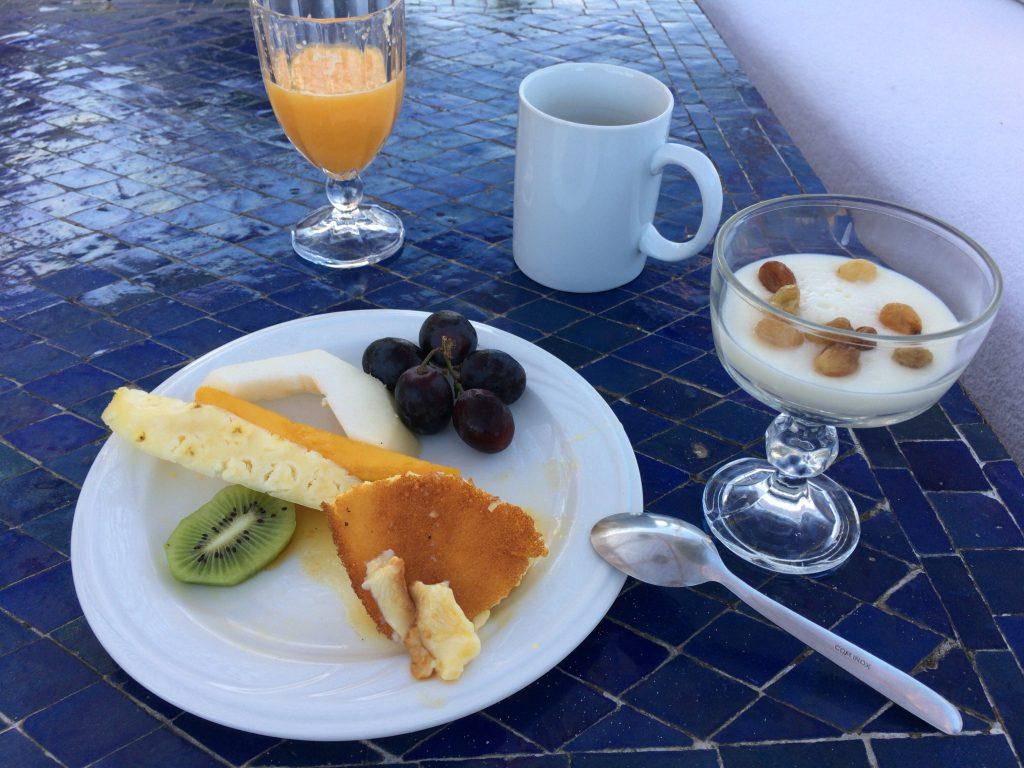デザートにはプリンとモロッコのスイーツをいただいた