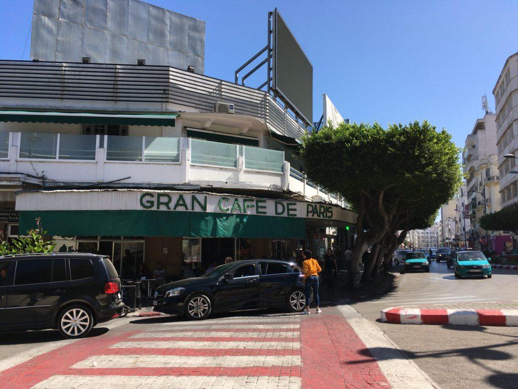フランス広場沿いにある「カフェ・ドゥ・パリ」