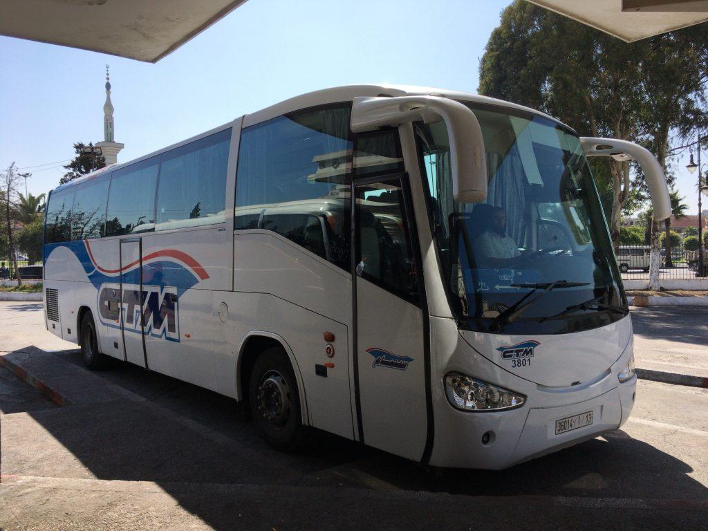 シャウエンを経由してフェズへと向かうCTMバス