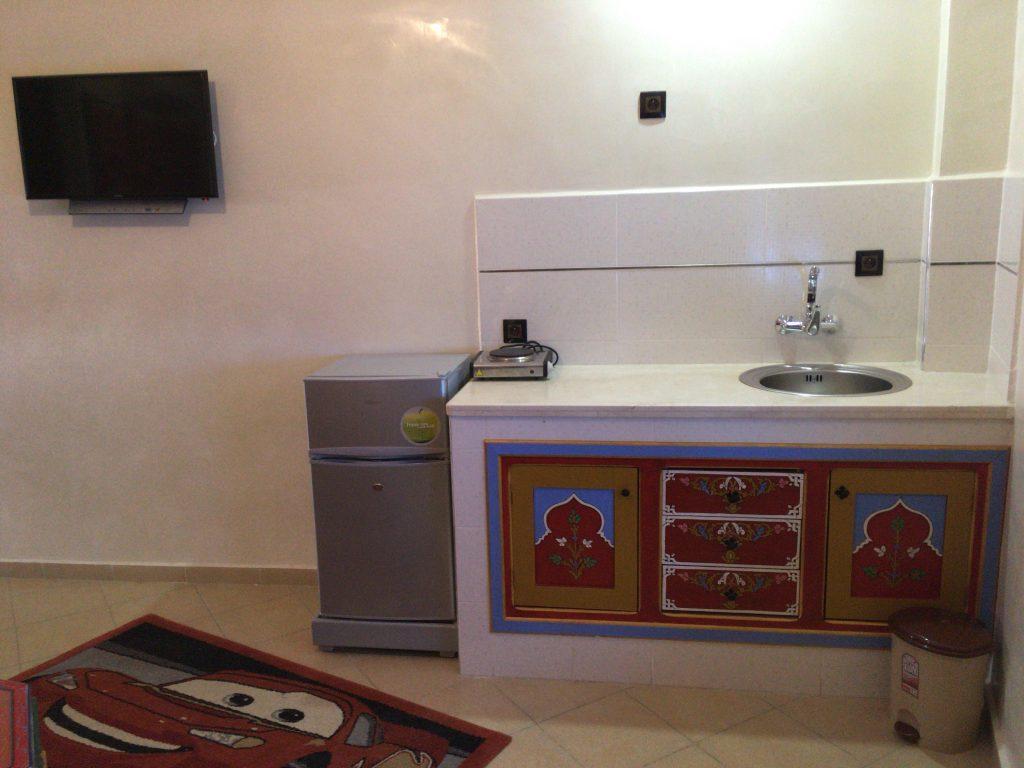 「プエルタ・アズール」の客室。冷蔵庫があるのが嬉しい