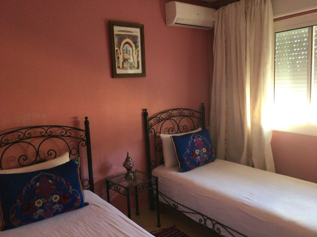 エアコン付きのベッドルーム