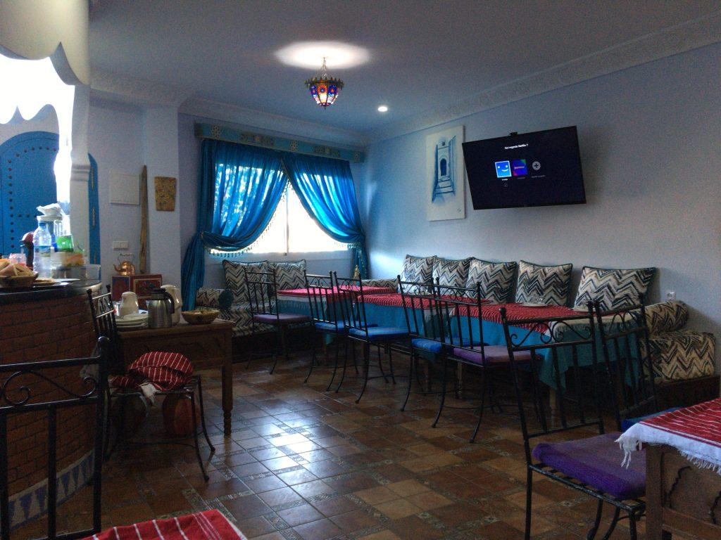 1階にあるレストラン。色使いがオシャレ