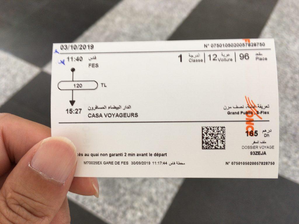 ONCFのチケット。フランス語はなんとなく読めるけどアラビア語は意味不明