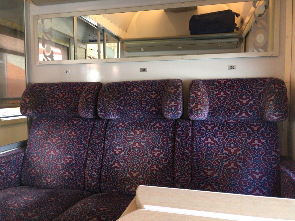 一等席。座席番号(Place)は座席の上に書かれている