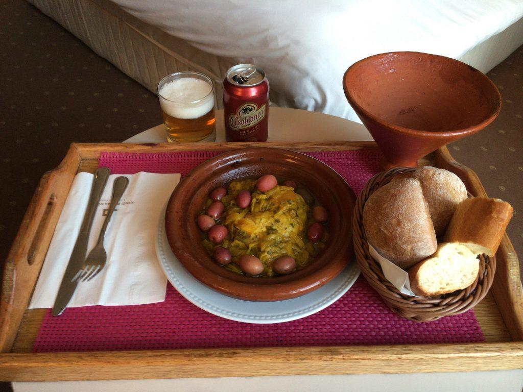 鶏肉のタジン(120ディルハム)。モロッコ最後の晩餐だと思うと名残惜しいなんてそんなわけない