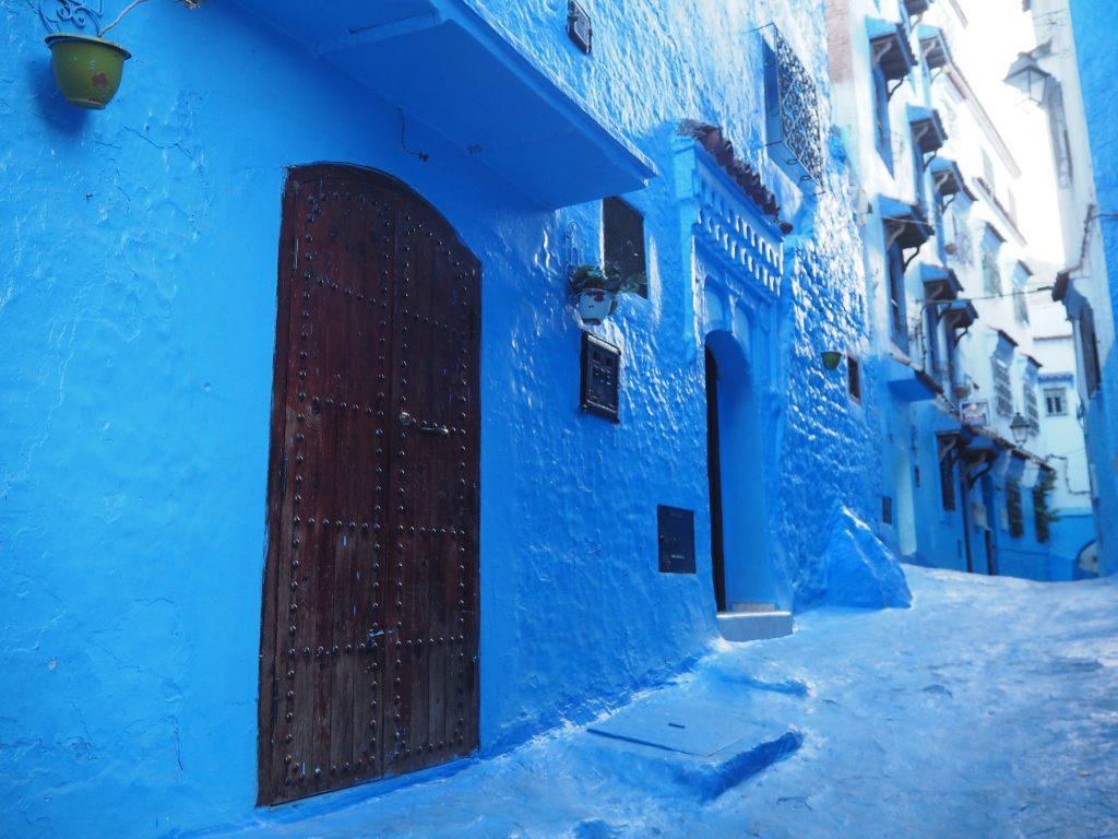 どこか地中海を感じる青い街並み