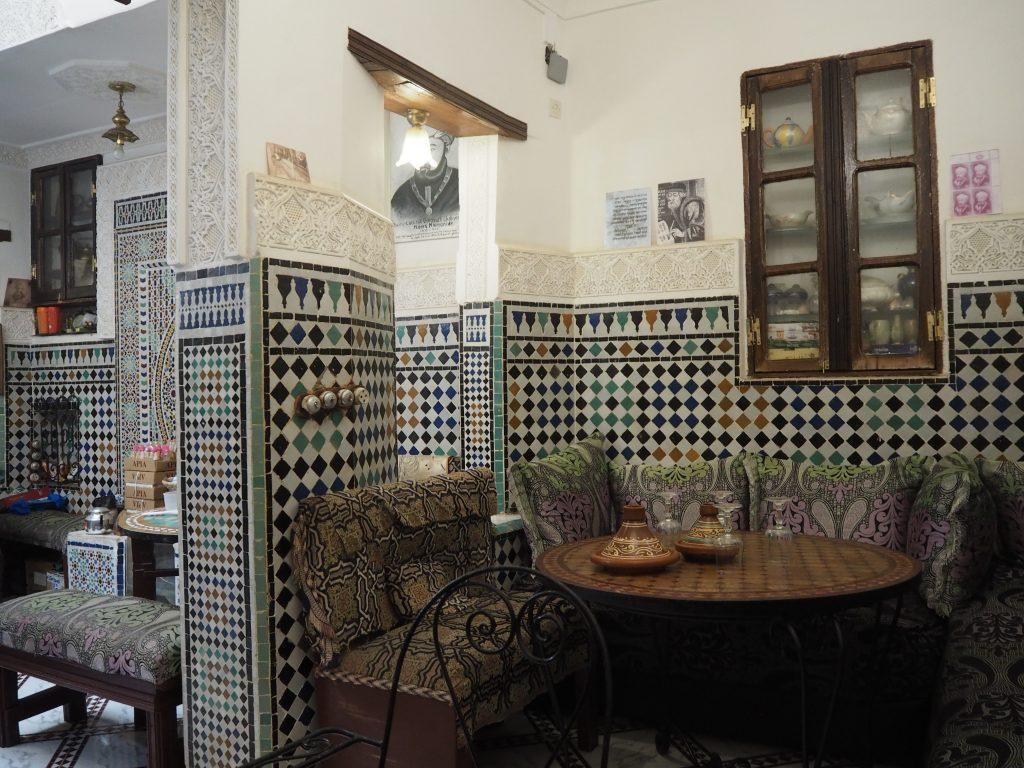 「Chez Maimonide」の店内。ソファー席でゆったりできる