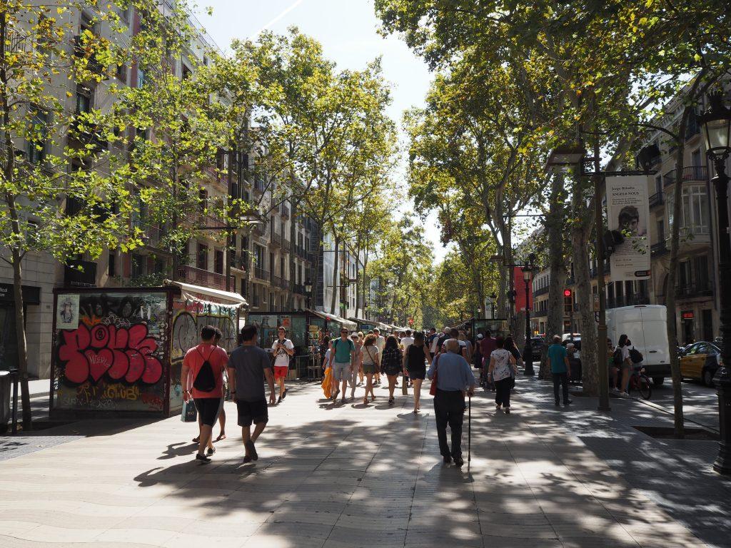 バルセロナ旧市街のメインストリート・ランブラス通り
