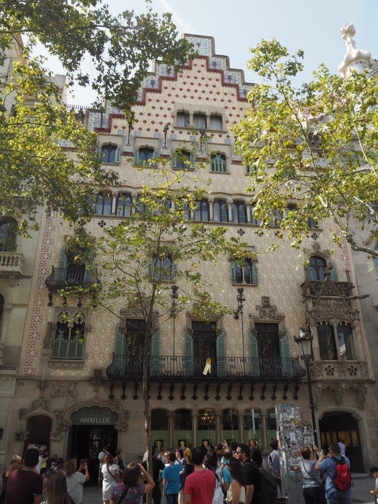 カサ・アマトリェール。1階にはカフェとチョコレートショップがある