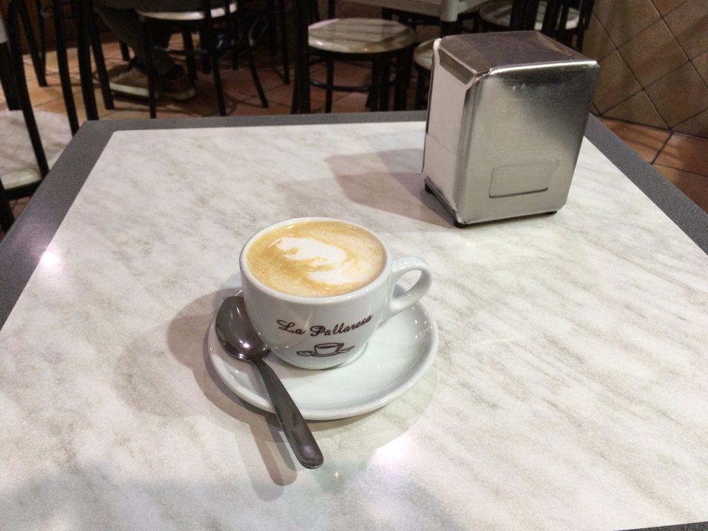スペインでよく飲むミルク入りコーヒー(Café con leche)