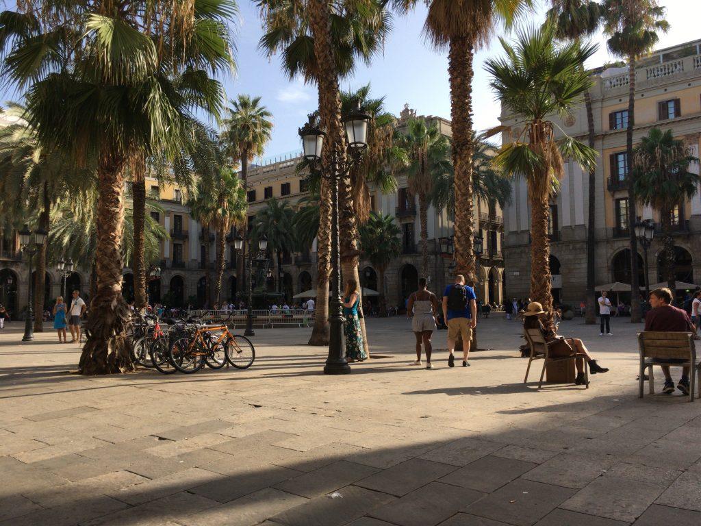 穏やかなレイアール広場