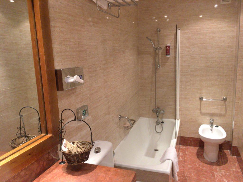 スペインのホテルは概してバスルームが大きい