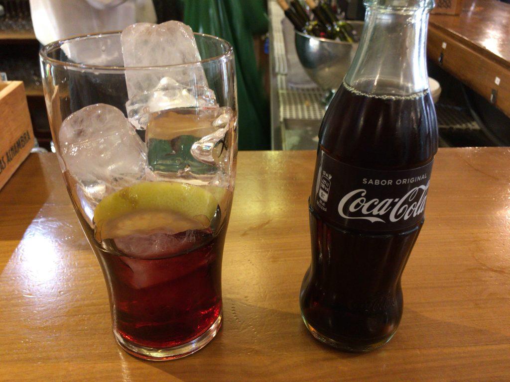 バスク地方発祥のカリモチョ。赤ワインとコーラは似たような色である