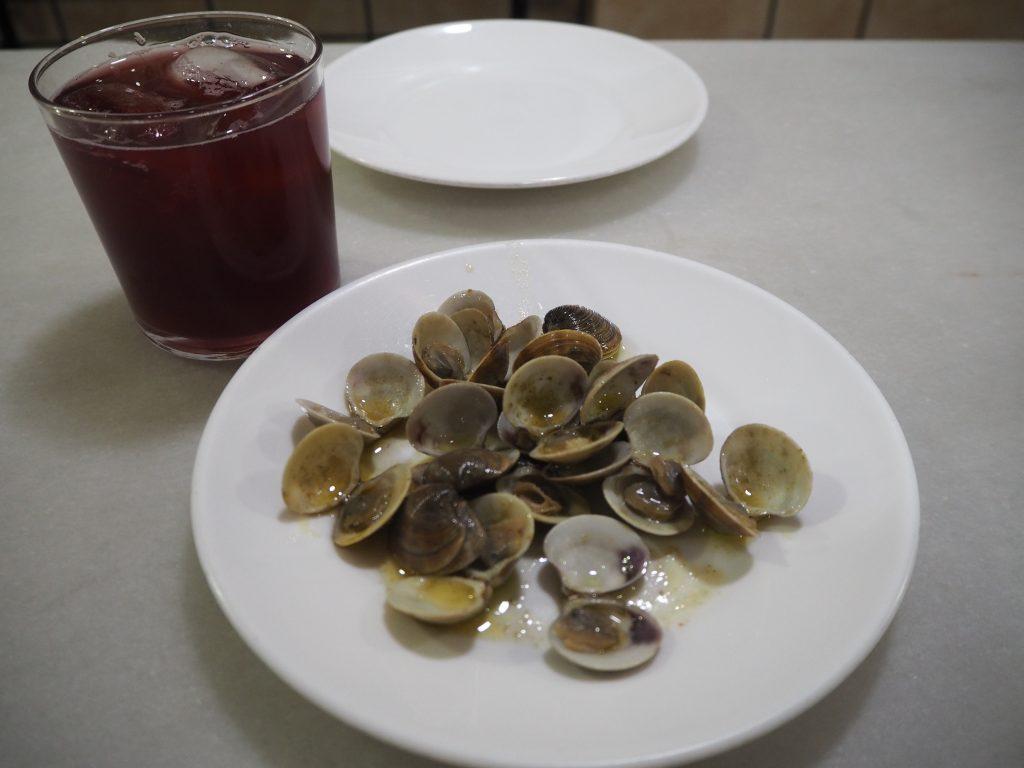 カリモチョとあさり。オリーブオイルとの相性が抜群で美味い