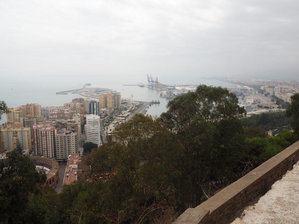 ヒブラルファロ城からマラガ港を望む